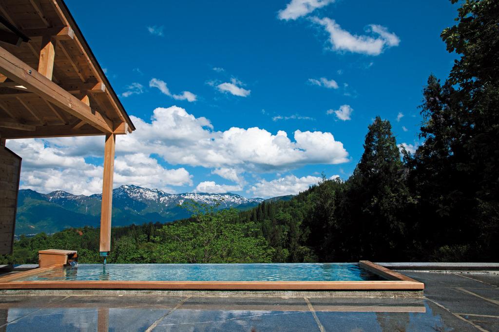 享受溫泉同時又能看群山環繞的美景