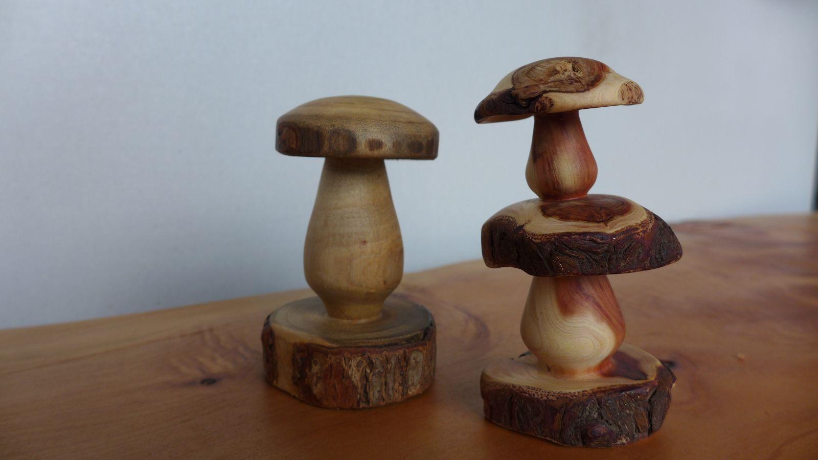 木工精細雕刻栩栩如生的蕈菇類