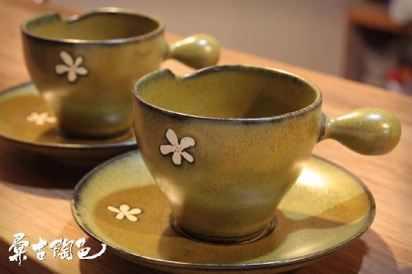 桐花咖啡杯組優雅享受下午茶時光 封面圖片