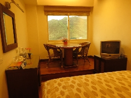 坐在客廳角的休息區可讓您盡情的徜徉在山海的懷抱和極佳的視野景觀與寧靜的氛圍以及東海一望無際的視野宛如置身仙境和美麗的畫中 其他圖片1