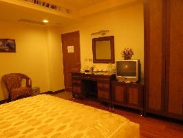 溫馨、精緻、浪漫、高雅的客房, 床是美式舒適上下床墊獨立筒的彈簧床, 窗簾是精緻手工的羅馬簾, 地板是實木柚木地板。 其他圖片1