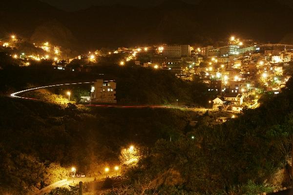 在房間內就可欣賞層層山巒不夜城的美麗景緻。 其他圖片2