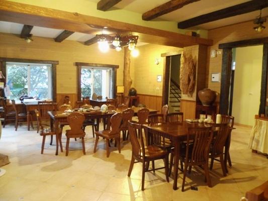 若瑟民宿用餐環境充滿原木氛圍 其他圖片2