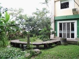 若瑟民宿正面生態池及木板小徑