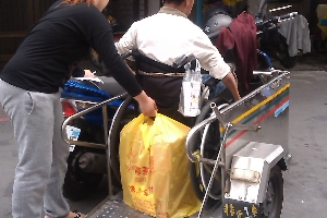 脊損傷友協助蛋捲送貨 店家其他2