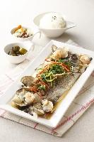 清蒸鮮魚佐香菇蝦仁蛤蜊